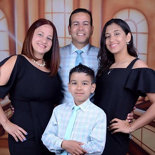 Edgardo y familia.jpeg