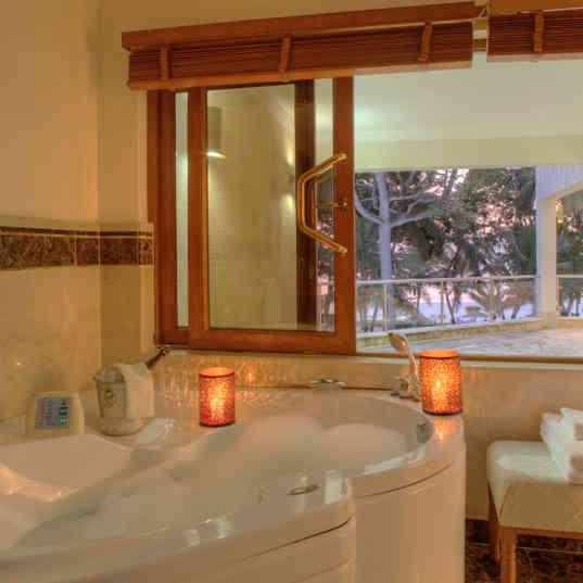 Almanara Luxury Hotel & Villas - The bathroom