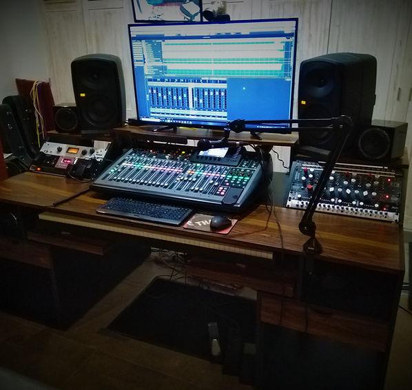 new desk.jpg