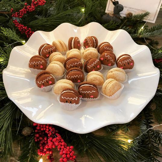 Gingerbread & Buñuelo Macarons