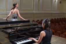 shutterstock-Sängerin_mit_Pianistin.jpg