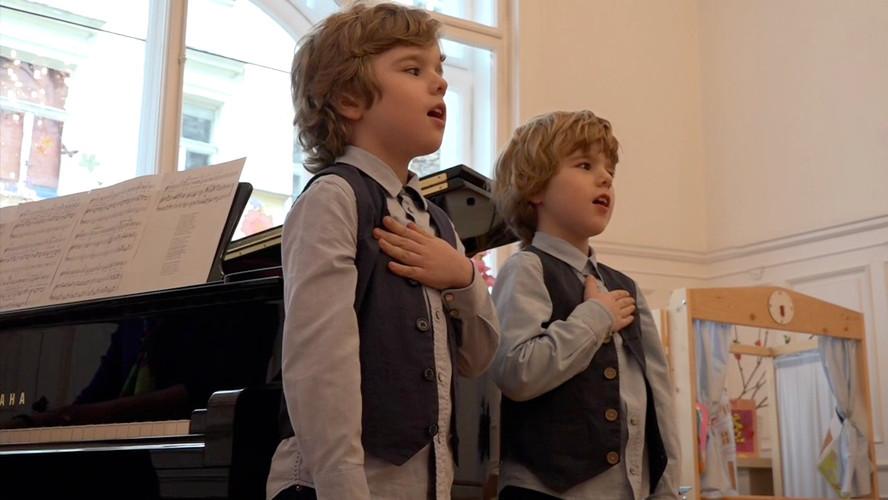 Carli und Christian singen.jpg