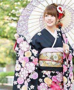 Traditional%20Japanese%20Dress_edited.jp