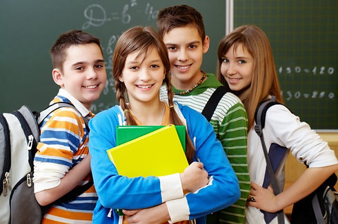 smiling-students-with-backpacks_1098-122