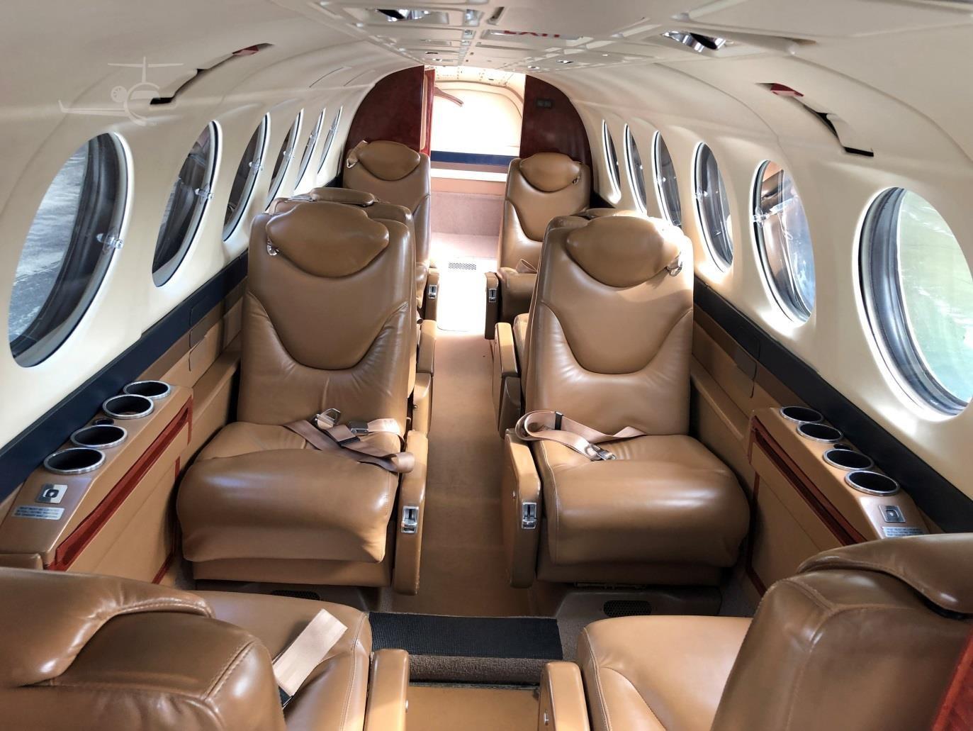 King Air 350 N111MZ int 2