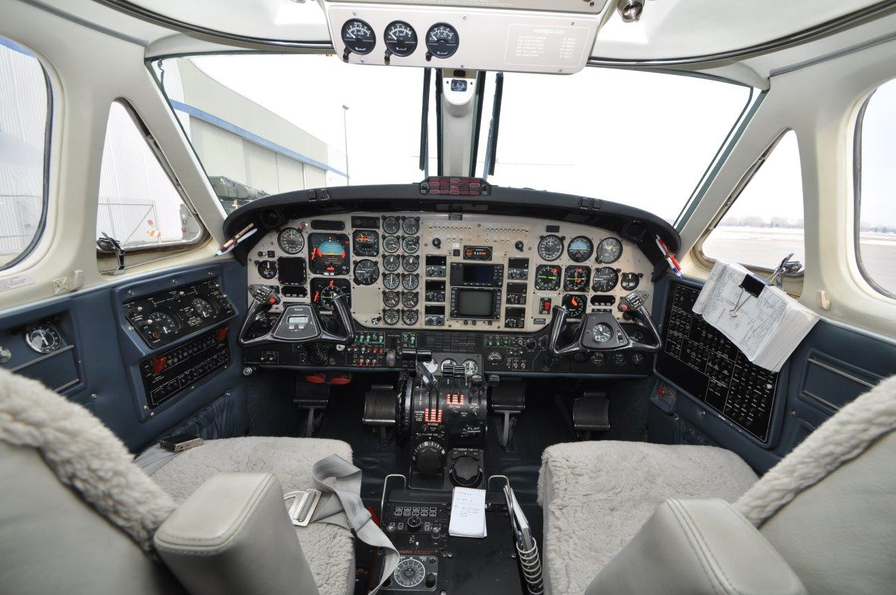 KingAir 200 cockpit