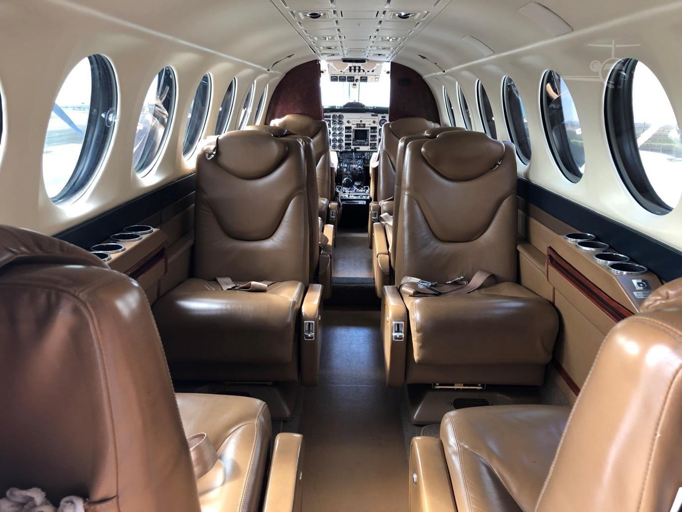 King Air 350 N111MZ int 1