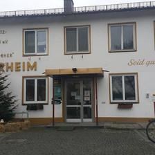 Hayvan Hakları Derneği - 1842'de kurulmuş. Yani 174 yıl önce! Bu bina derneğin ilk binası... O zamanın en modern Hayvan Barınağı olarak geçmiş. 60 senede alan ve üye sayısı olarak büyümüş. — Tierschutzverein München