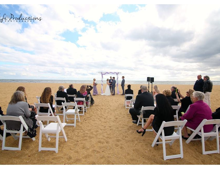 fun relaxed beach wedding celebrant melbourne