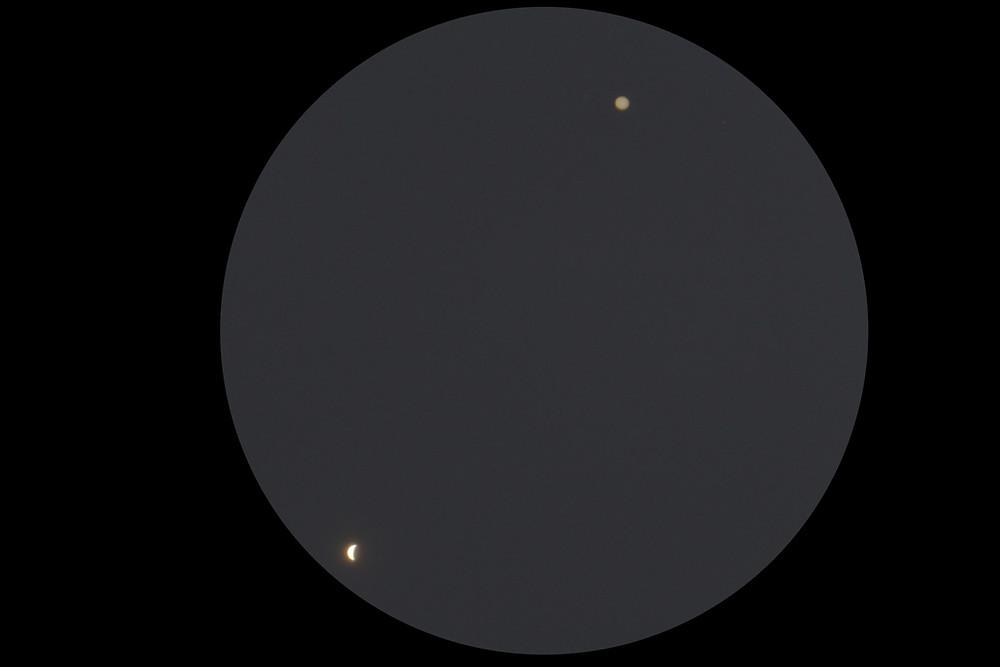 Crescent Venus and Jupiter; image courtesy of Kurt Eberhart