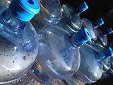 Große Wasserbehälter | www.rallye-meets-charity.de/machen-sie-mit