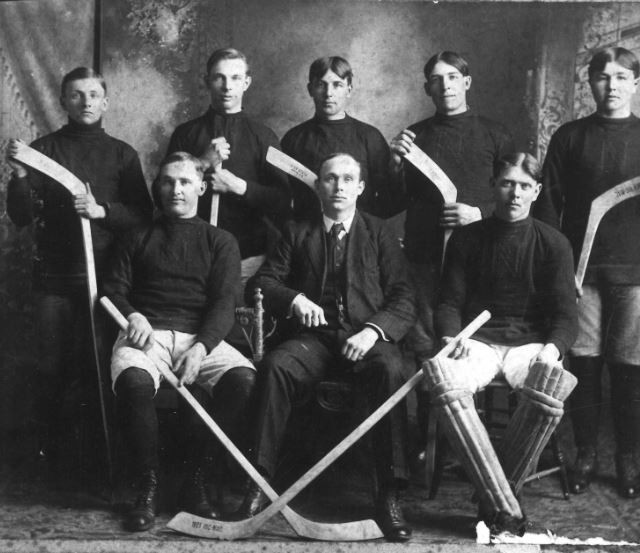 FirstNobletonHockeyTeam--COPY.JPG