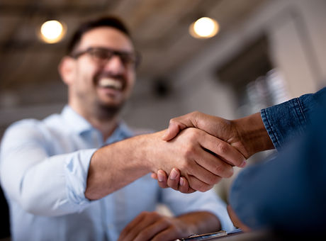 Business people shaking hands..jpg