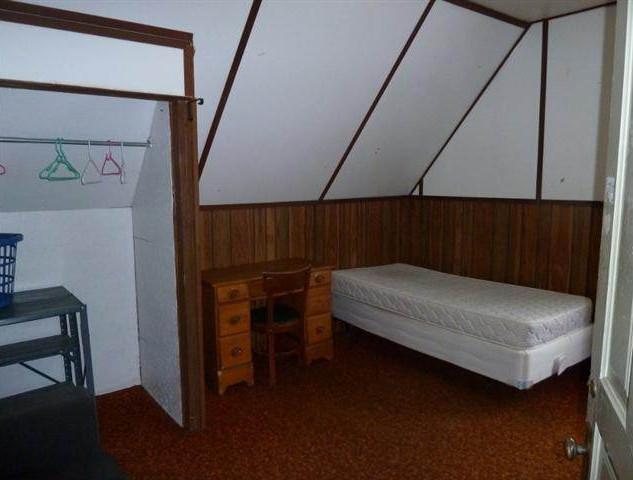 Bedroom 8a).jpg