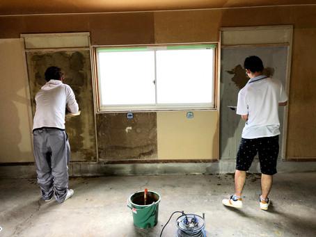 新入社員の入社&塗り壁体験(会社見学)