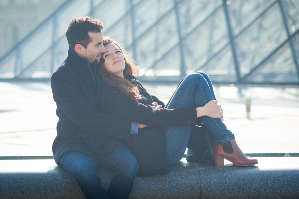 photo de couple au louvre