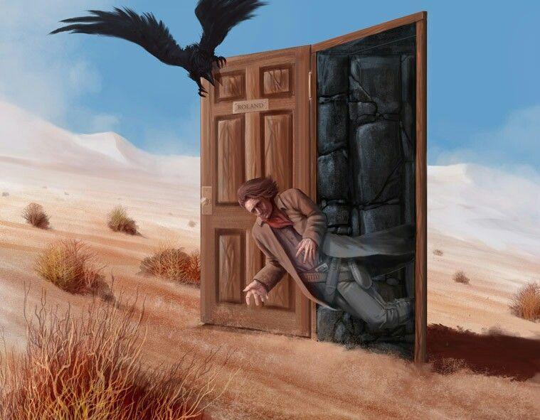 Um homem cai para fora de uma porta, saindo em um deserto cercado de dunas. Um corvo está empoleirado na porta, avançando em direção ao homem.