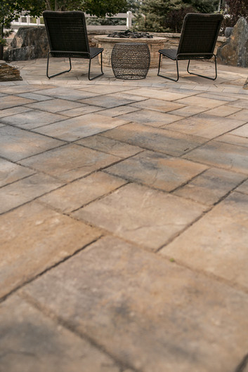 High-quality overflow stone patio