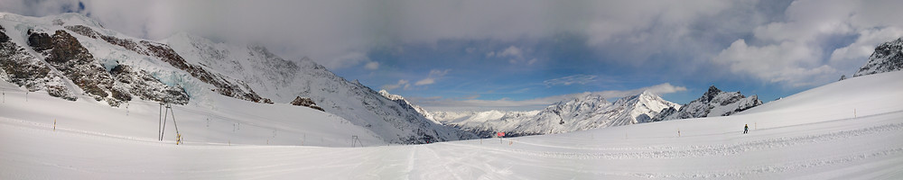 View from the skiing pists at Allalin (Saas-Fee)