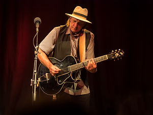 Guido Rochus Schmidt, der Sic'em Strings von Senor Blues