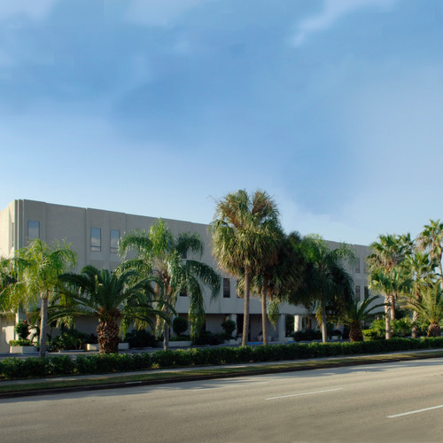 The 2001 Building Exterior Corner View | 2001 9th Ave., Vero Beach, FL | Florida Commercial Property, Buildings, and Office Space Leasing | Cardinal Property Management