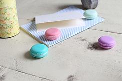 Nette Kleinigkeiten für Gäste wie eine Karte oder Macarons
