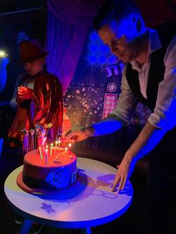 קוסם מצחיק ליום הולדת