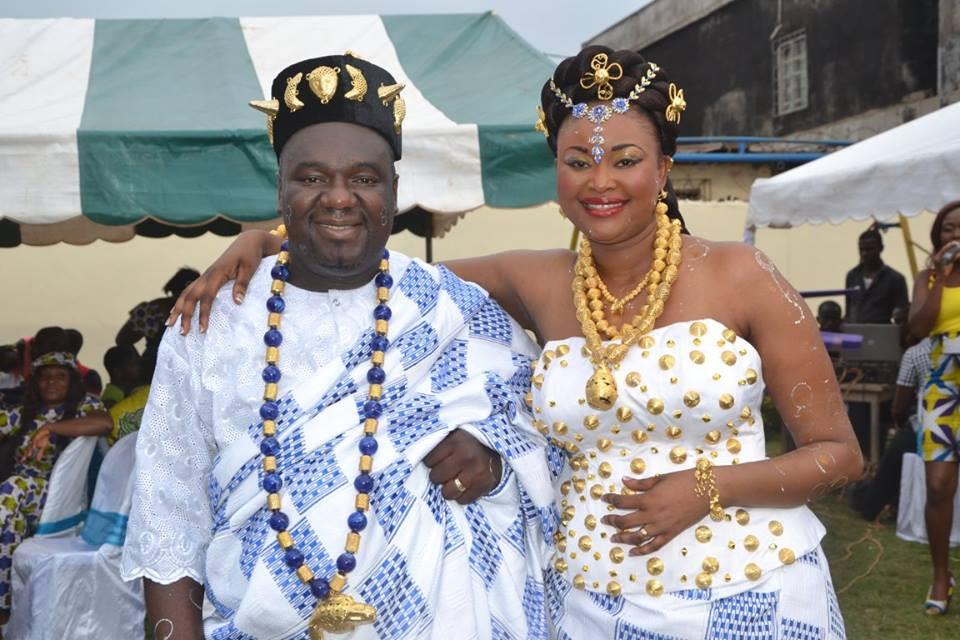 Couple en tenue akan de Côte d'Ivoire - par Kolo Rachelle Kamara