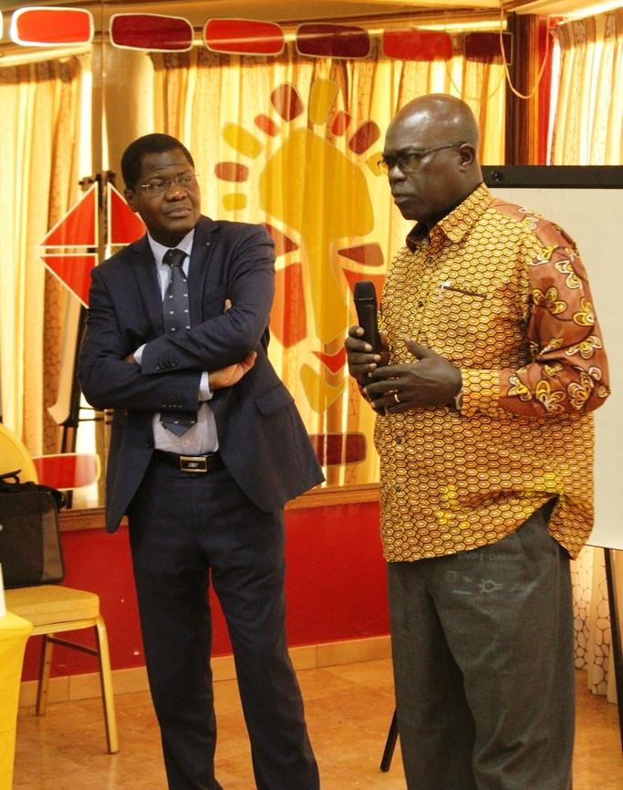 (Costume) Lors d'une communication de l'atelier des journalistes à Dakar