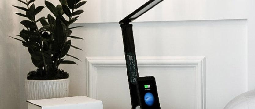 LumiCharge II - Lampe LED avec USB et chargeur de téléphone universel