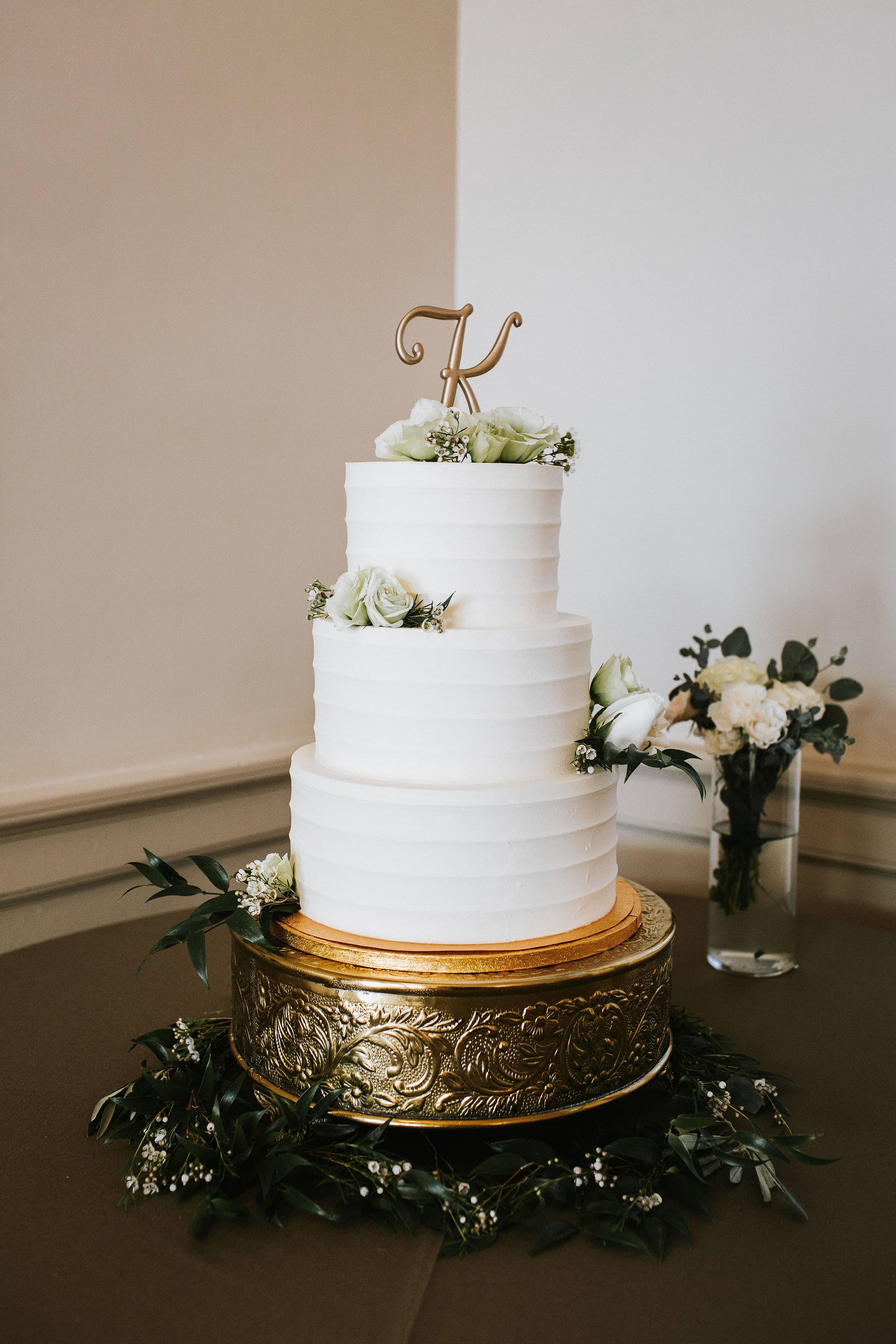 cake with greenery .jpg
