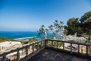 Short term-winter let Villa with sea vie