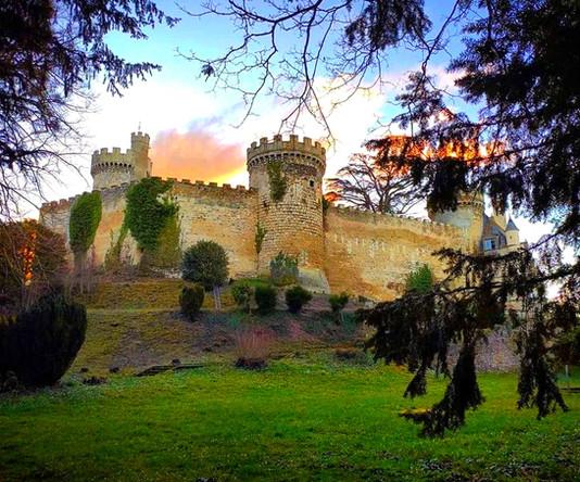 Château fort - Médiéval - XIe siècle (Allier)
