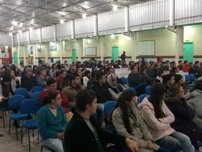 Leitores da cidade de Santa Cecília - SC fazem homenagem a João Pedro Roriz caracterizados de deuses