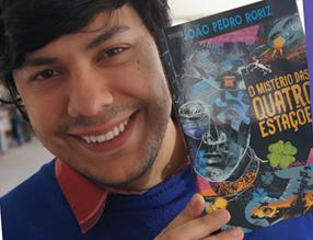 """João Pedro Roriz comemora 10 anos de produção literária com sarau e lançamento de """"O mistério d"""