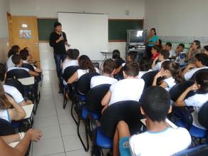 16 escolas de Goiania adotam obras de João Pedro Roriz em 2015 e recebem a visita do autor.