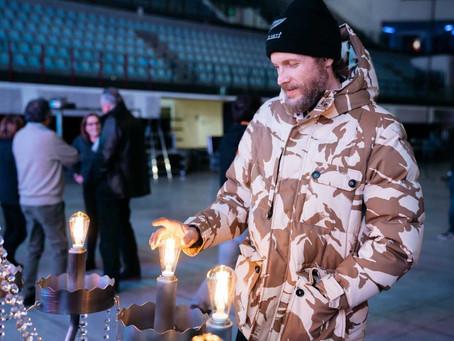 """All'asta per il MIRE il lampadario utilizzato durante il Tour di Jovanotti """"Lorenzo Live 20"""