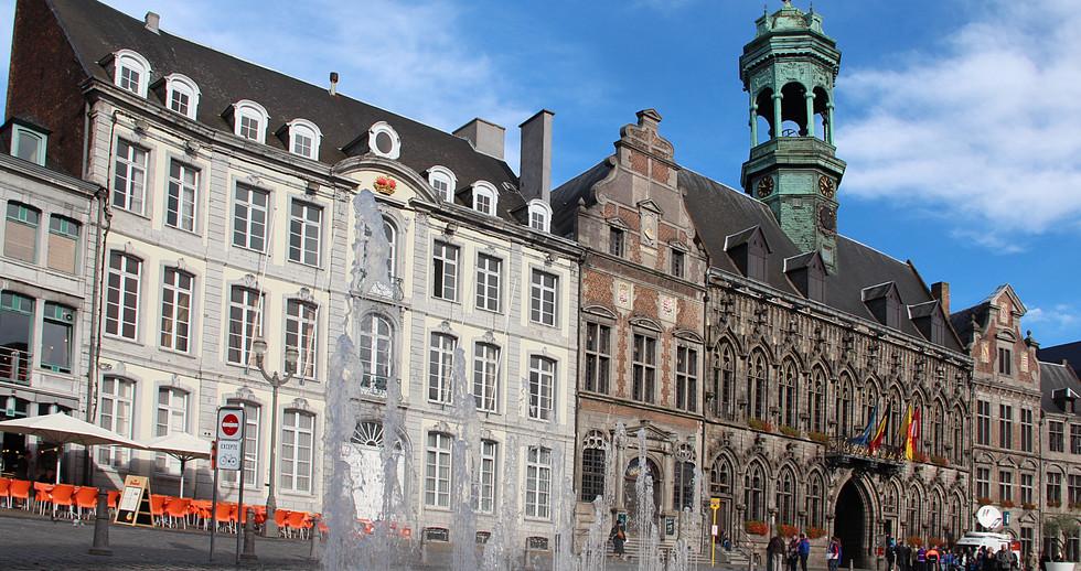 0_Mons_-_Hôtel_de_ville_et_monuments_cla