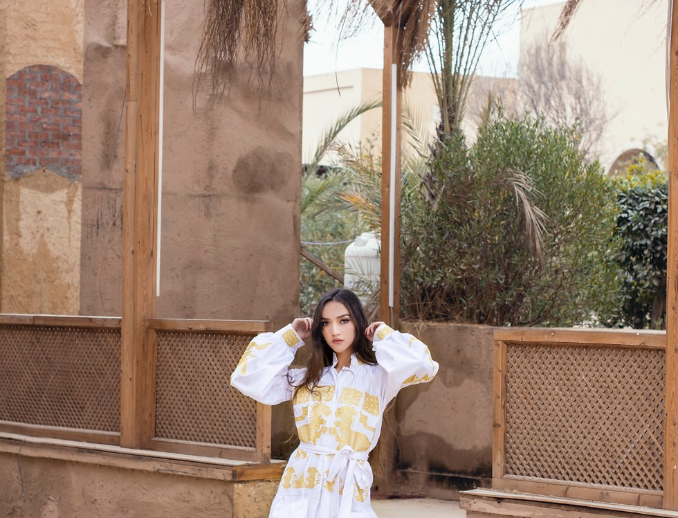 The dragon gold embroidery white dress