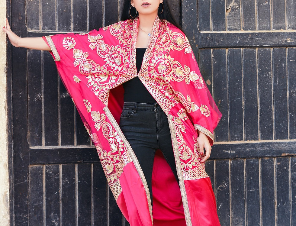 The embroidery  pink kaftan
