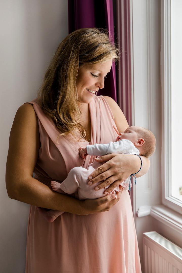 Homestory, Baby, Newborn, Mama und Tochter, Hausgeburt, Mutterschaft, Schwangerschaft, Baby, Babyfotos, Familienfotos, Fotos zu Hause