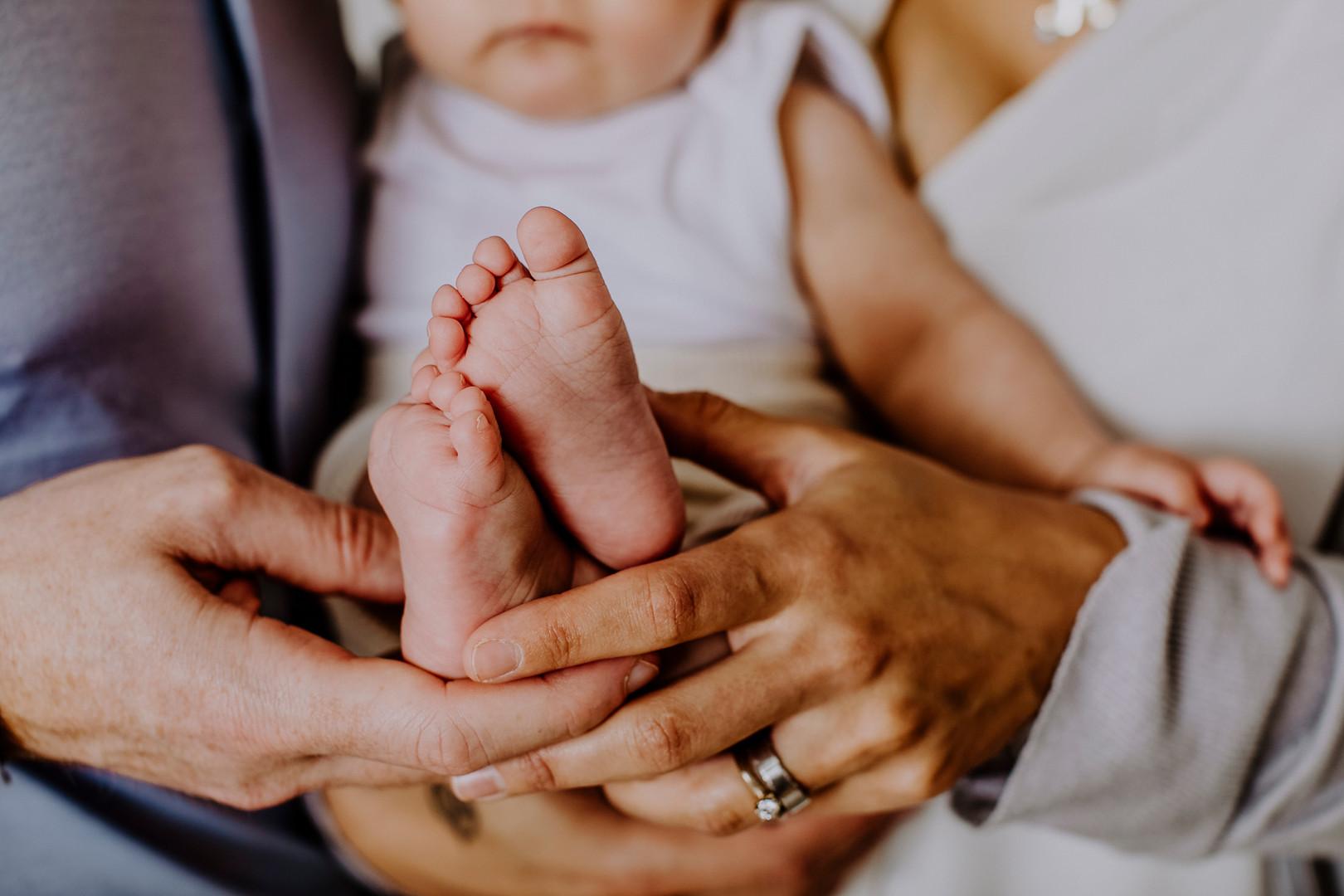 Baby, Babyshooting, Babyshooting in Wien, Babyfotografie, Babyfotos in Wien, Babyfüße, kleine Zehen, Neugeborene, Familienfotos, Niederösterreich, Wien
