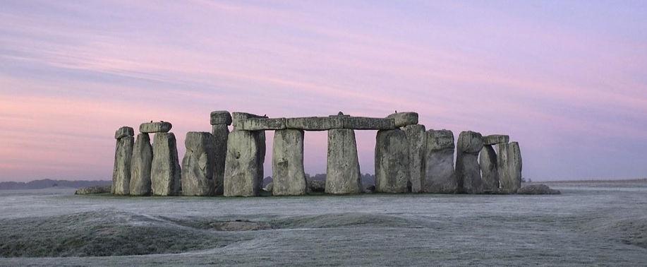stonehenge%20in%20frost_edited.jpg