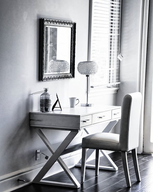 #detail #socal #nikon #living #bedroom #lamp #pillows #beauty #decor #style #la #hollywood #beverlyh