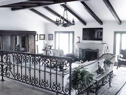#livingroom #sofa #chair #carpet #pillows #beauty #vases #colors #la #hollywood #beverlyhills #calif