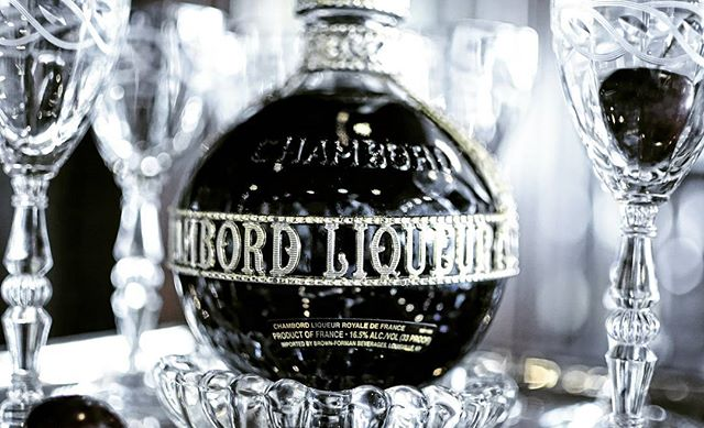 #worldliqueur #detail #socal #nikon #living #romansebek #contemporary #art #beauty #decor #style #la