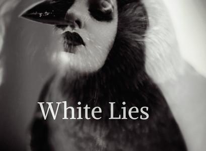 """REVENGIN: Em vídeo, conceito de novo single """"White Lies"""" é comentado!"""