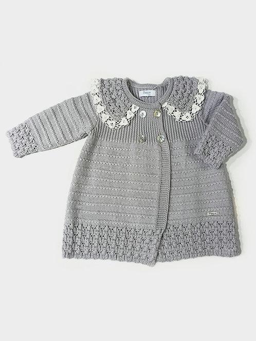 Abrigo gris con puntilla familia Chimenea FOQUE