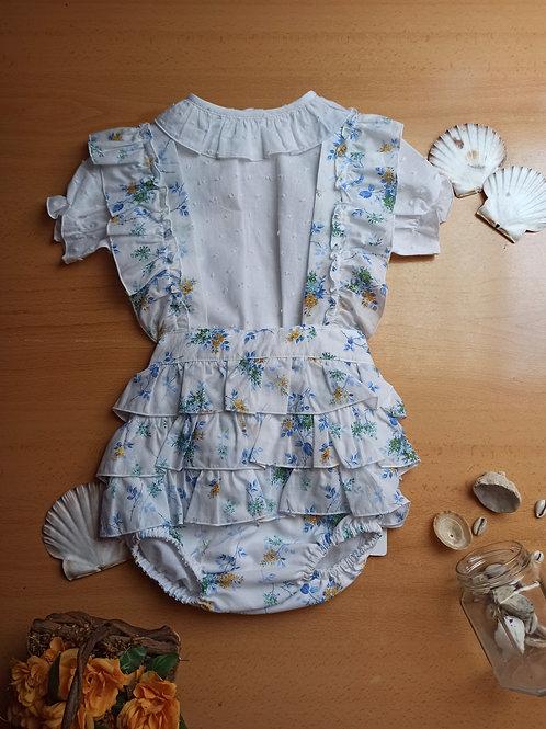 Conjunto ranita de flores en tonos azules y camisa plumeti