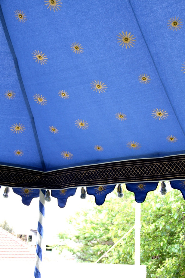 Pavilion, Blue lining close up